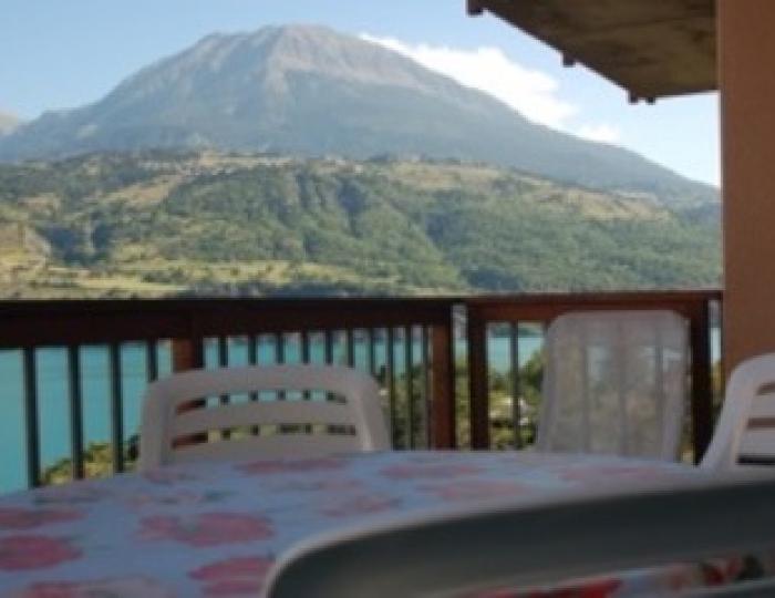 Terrassa avec vue sur le lac et mont Guillaume