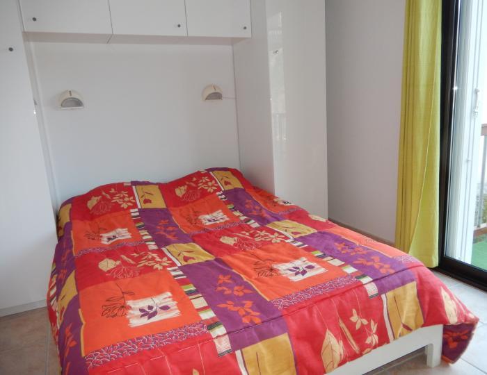 Chambre 1 avec grand lit