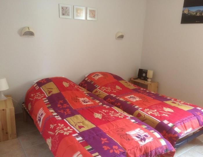 Chambre 2 avec 2 lits d'une personen